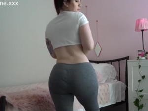 SEXY ASS WHITE CHICK WIT' A FAT ASS BOOTY!!!