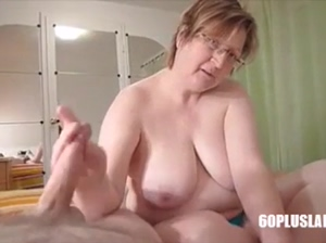Big Mature Housewife Give Handjob till Cum in the Morning