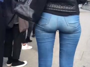 UK Petite ass in jeans