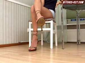 Anna Gold bitchesfeet 1